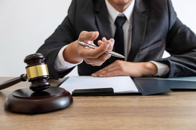 プロの弁護士が対応