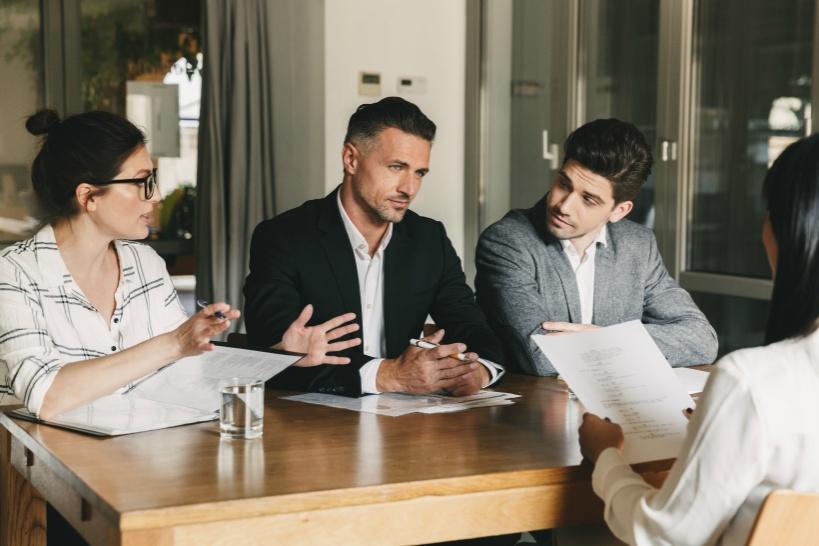 退職代行業者と弁護士は使い分ける必要がある