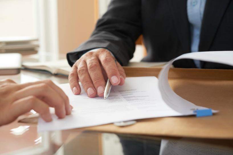 退職代行は教師でも使える。ただし依頼するのは弁護士へ
