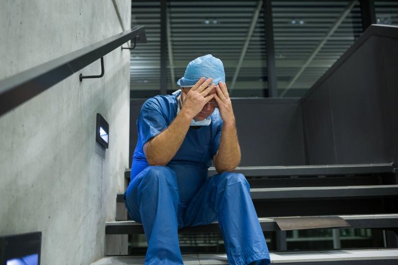 新型コロナで看護師も退職続出。劣悪な環境にうんざり