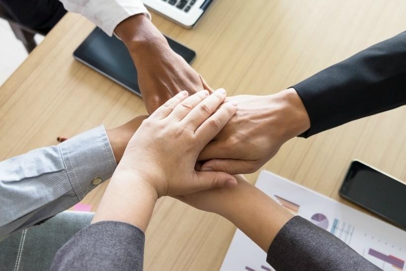 人間関係の改善を検討する。改善できなければ退職もひとつの手