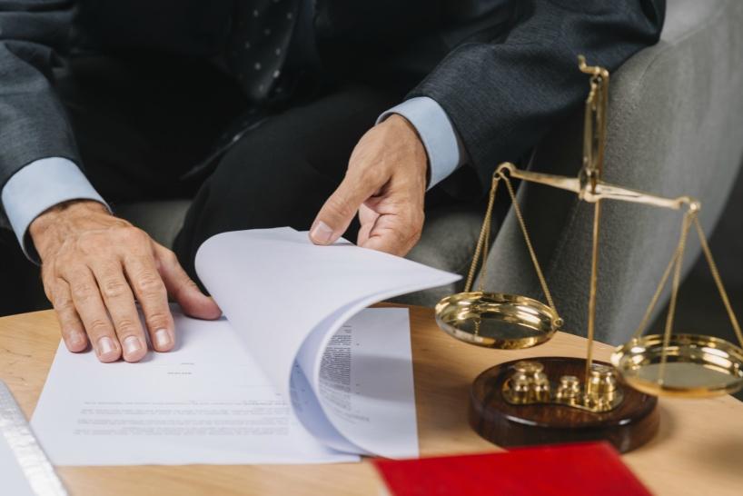 辞められない場合の解決方法は、「弁護士事務所」