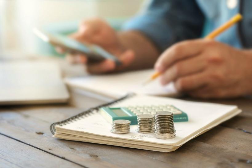 基本料金も気を付けよう。案件とトラブルが多くなれば追加料金もかかる