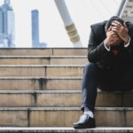 退職代行を利用するのは恥ずかしい?自分の生活・人生を決める大事な決断