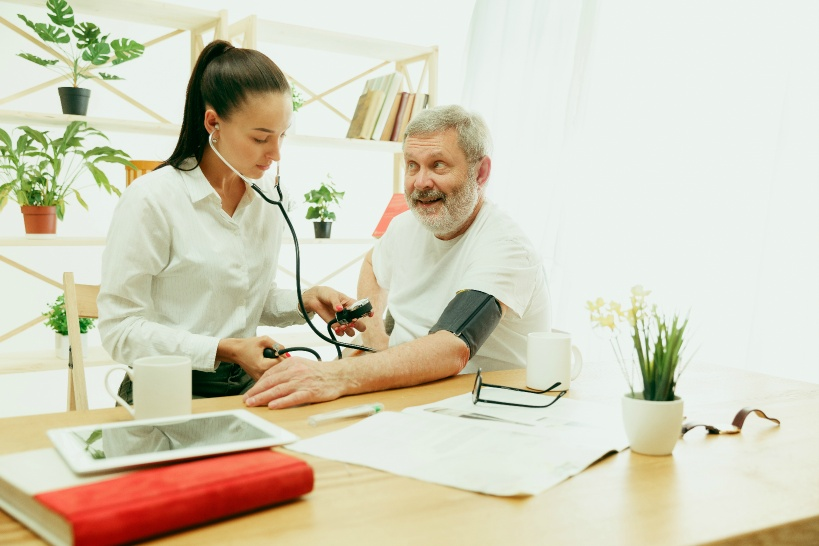 パワハラは看護師内部だけじゃない。患者からのハラスメント行為で退職を余儀なくされることも