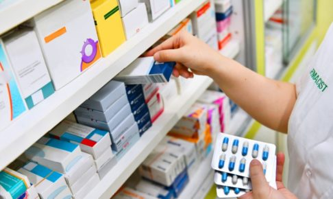 薬剤師は1つのミスで大変なことに!辞めたい人増加の背景を追う