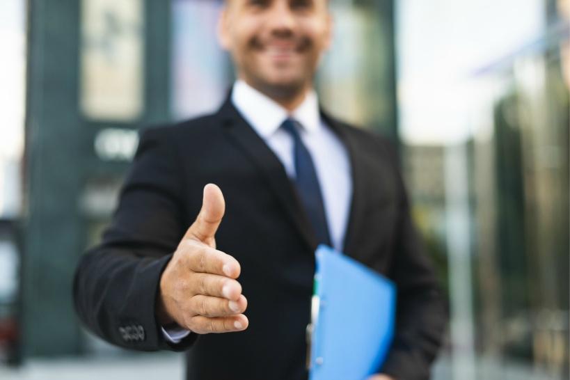 同業他社スタッフを引き抜く方法。業務委託契約が障害の場合の解決法