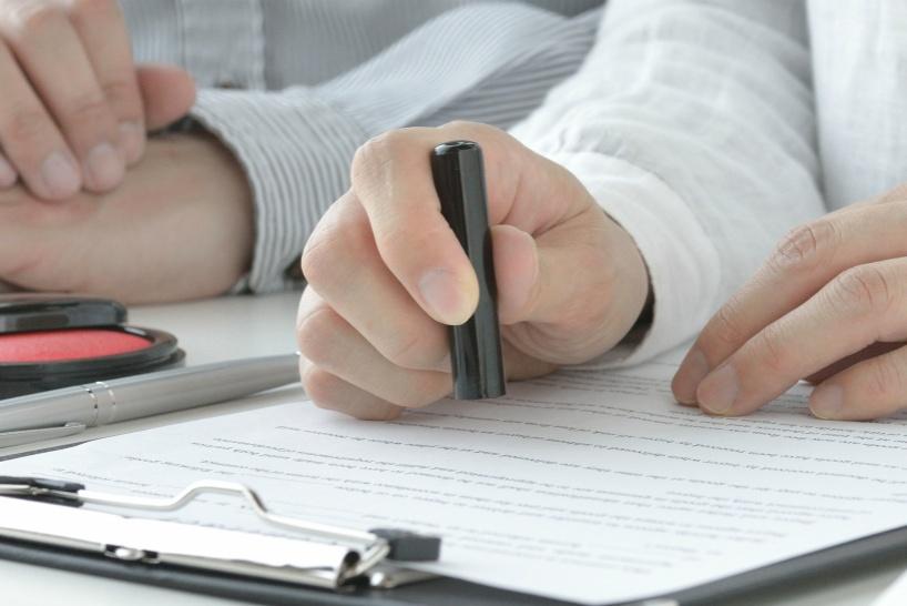 業務委託契約者が退職をするときは契約書に基づいた解約方法をする