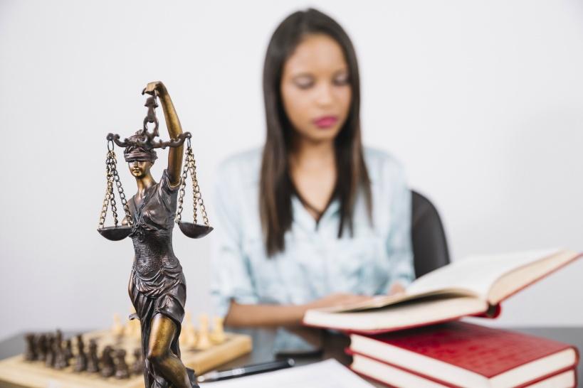 弁護士に退職代行を依頼。実際の費用はどのくらいかかる?
