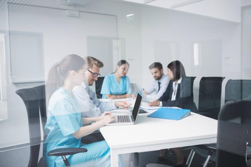 女医が仕事を辞める理由が劣悪な職場環境にある場合