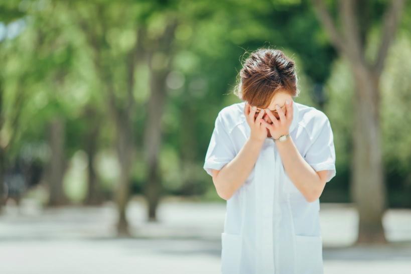 40代で看護師を辞めたいけど、問題があって辞められない方はどうすればいい?
