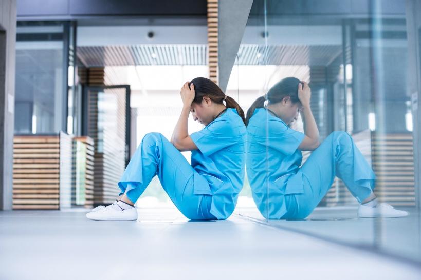新人看護師のうちにうつ病となって人生が台無しに