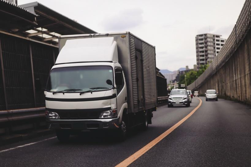 トラックドライバーの事故件数はどのくらい?