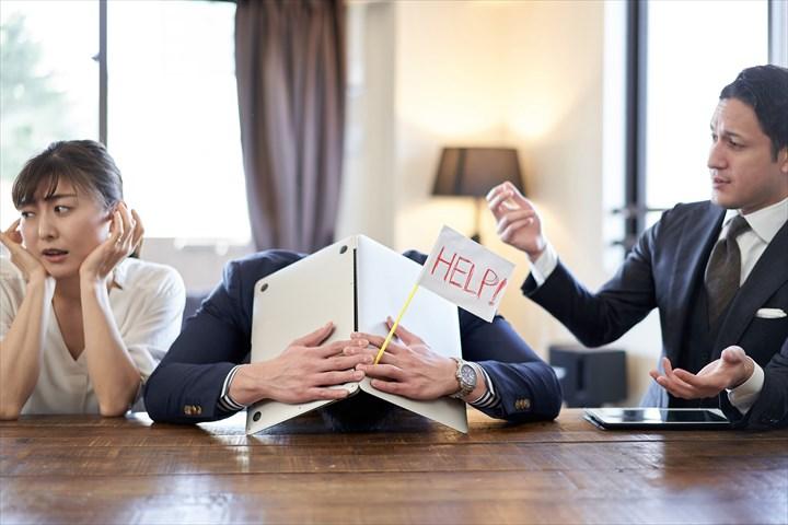 業務委託契約を辞めると、会社側から「いま仕事を辞めるなら損害賠償を請求する」と言われた